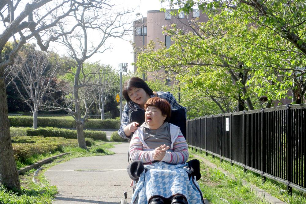 ヘルパーゆう活動風景(お散歩)